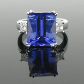 Tanzanite 2 Diamonds Ring