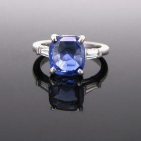 Ceylon Sapphire & Diamonds Ring