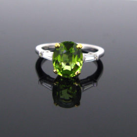 Peridot and 2 Diamonds Ring