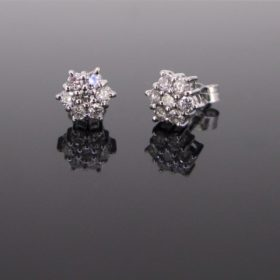 Flower Brilliant cut Diamonds Studs