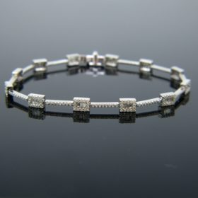 Contemporary Diamonds White Gold Bracelet