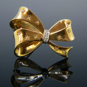 Retro Ribbon/Bow Diamonds Brooch