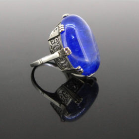 Important Tanzanite White Gold Ring