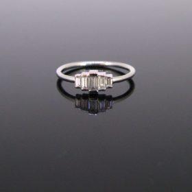 Modern 5 Baguette cut Diamonds Ring