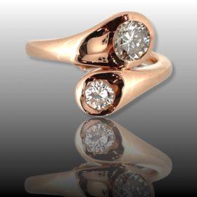 Toi et Moi Diamonds Crossover Ring