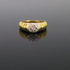 Vintage Ribbed Gold Diamonds Ring
